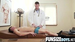 دكتور ينيك ممرضة الفتيات العربيات في Xvideoz.mobi