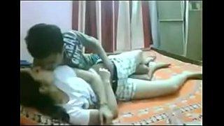 سكس محارم عربي اخ ينيك اختة المراهقة على السرير فيديو الوطن العربي